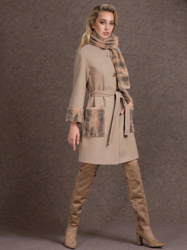 Παλτό με λεπτομέρειες απο γούνα στο μανίκι και τις τσέπες 1