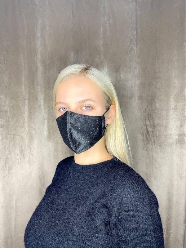 Μάσκα σατέν με λεπτομέρειες 1